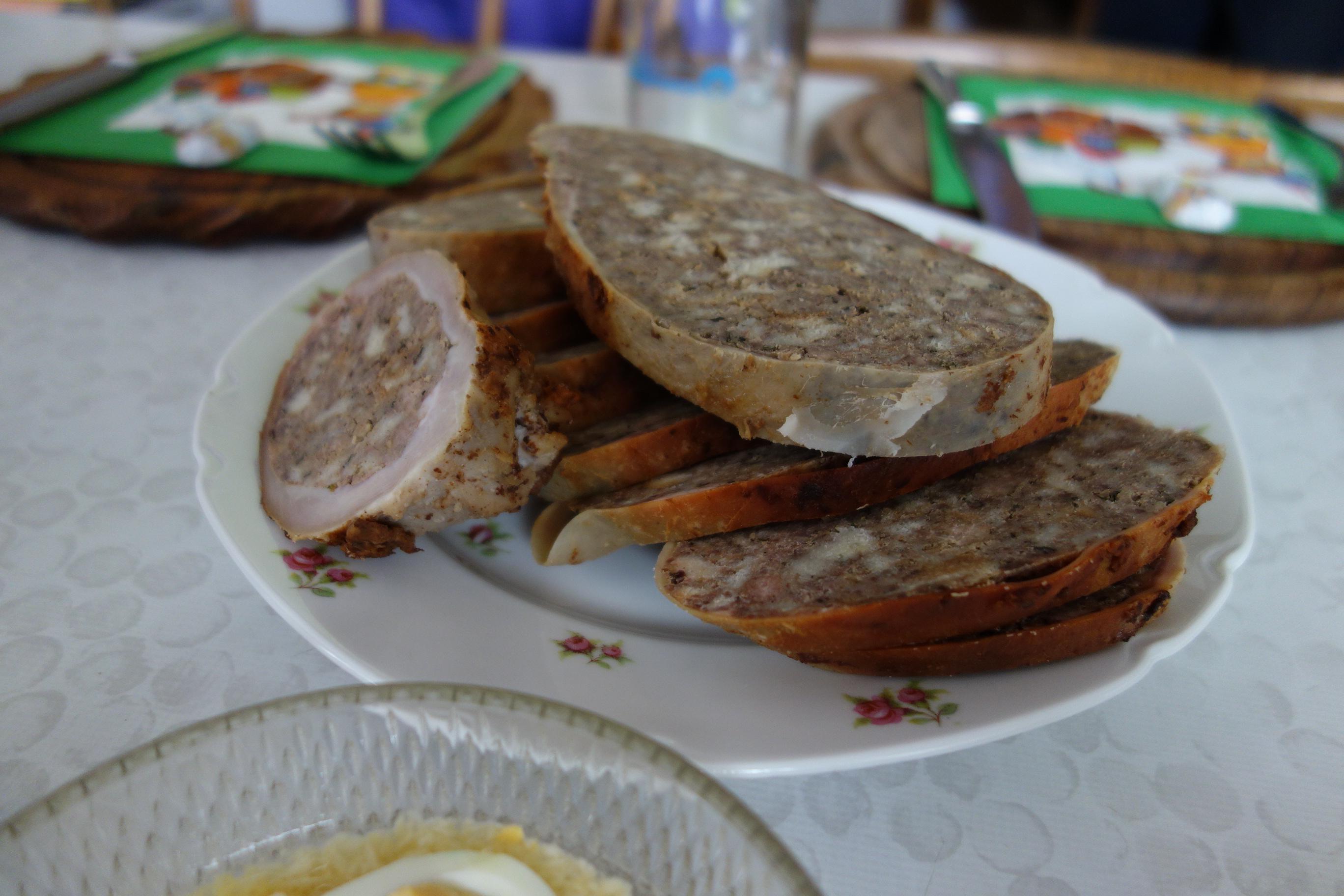 Was wäre Ostern ohne Fleischweihe, Eierkren, Osterschinken und Bula (Rosentaler Spezialität)! Po žegnu hitro domov in uživati šunko, hren, jajca, šunko in bulo!