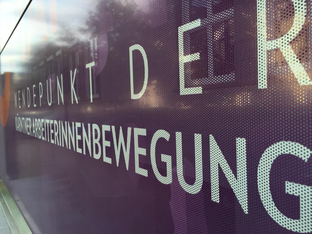 Bei der Arbeit ... u. a. die Firma Art&sign Werbegestaltung und Kurator Daniel Weidlitsch.