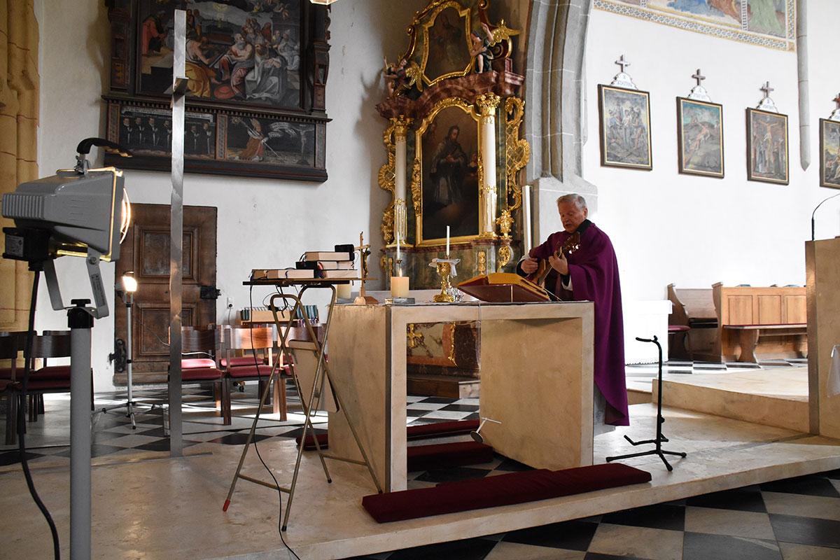 Überraschend viele haben die Hl. Messe, zelebriert von Prov. Janez Tratar via YouTube, mitgefeiert
